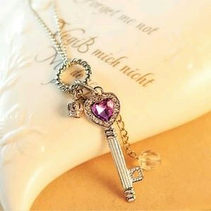 Jewelry - Vintage Elegant Purple and Silver Key Necklace